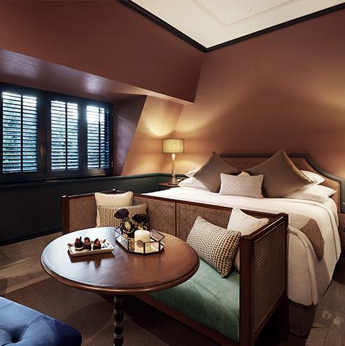 The gunawarman a luxury residence in jakarta for Mansard room